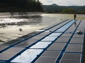 Lorca estrena su gran flotador fotovoltaico