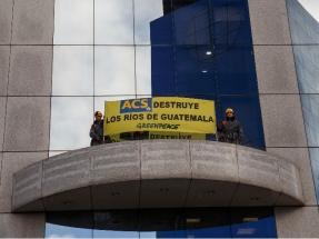 Greenpeace le cierra el grifo a Florentino