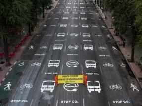 La puerta de salida del coronavirus es una ciudad de peatones, ciclistas y autobuses