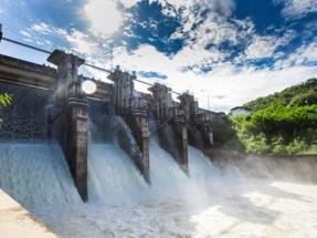 El agua que en agosto no sirve para beber o regar, sirve para generar electricidad