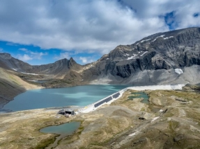 El parque solar alpino más grande de Suiza comienza a producir electricidad a 2.500 metros de altitud