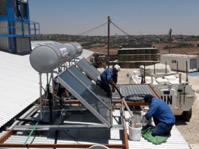 Menos CO2, desarrollo local, nuevos empleos y otros beneficios que aporta calentar el agua con la energía del sol