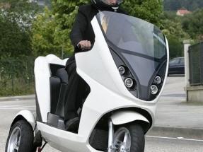 Moto eléctrica de tres ruedas busca batería de alto rendimiento