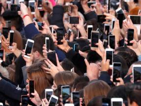 El uso de internet y el smartphone ensucia el planeta tanto como la industria aérea