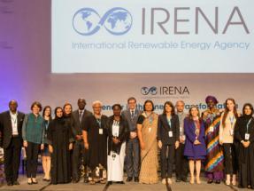 Las mujeres solo suponen aún el 32% de la fuerza laboral en el sector de las renovables