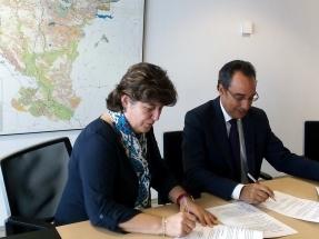 El Gobierno de Navarra y Endesa firman un convenio de colaboración para reducir el riesgo de colisión de las aves en los tendidos