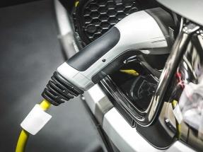 Comprar una furgoneta diésel y electrificarla es más rentable en algunos casos que comprar una eléctrica