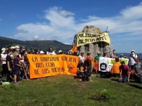 Ruta antieólica en Cantabria en medio de un mes de agosto de febril actividad