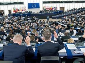 La Unión Europea consagra el autoconsumo sin impuesto al Sol y con balance neto
