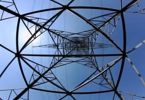 """Competencia anuncia una reducción del 5,6% """"de media"""" del coste de los peajes que pagan los consumidores en la factura de la luz"""