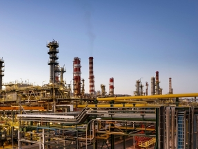 """Repsol Tarragona produce su primer combustible """"con componente bio"""" para aviones"""