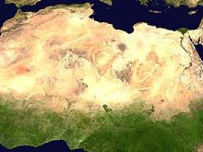 La eólica y la solar tienen otro beneficio inesperado: aumentan la lluvia en el desierto