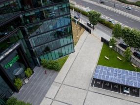 Schneider se compromete a consumir electricidad 100% renovable en 2030