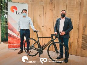 Soltec patrocina un equipo ciclista femenino que contará con la primera furgoneta solar del ciclismo