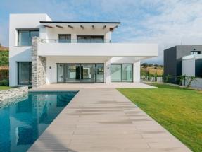 Villa Suasana, el edificio con sello Passivhaus Premium que produce mucha más energía de la que consume