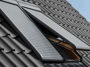 El fabricante de ventanas anuncia que a partir de ese año consumirá solo energía 100% renovable