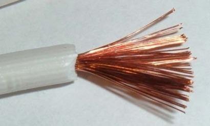 Científicos proponen almacenar la electricidad en los propios cables