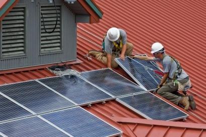 Industria tampoco quiere que los autoconsumidores almacenen la energía que generen