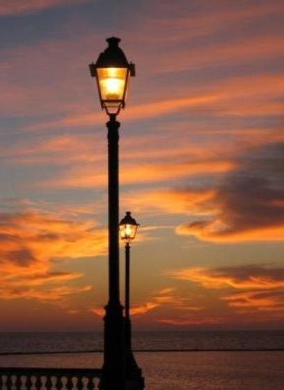 Galicia quiere que sus concellos reduzcan a la mitad su gasto en alumbrado público