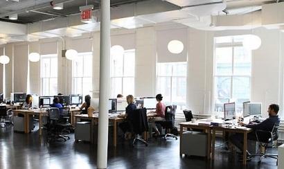 El alto coste de la luz aboca a las empresas a perder competitividad, advierten expertos
