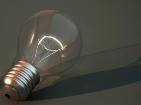 Fundación Renovables pide un IVA permanente para la tarifa eléctrica del 10% y rediseñarla en función de la energía consumida