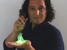 El MIT premia las bombillas de bio-led desarrolladas por Rubén Costa, de IMDEA Materiales