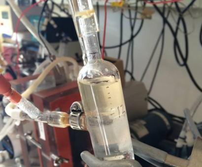 Suero de yogur griego como materia prima de biocarburantes en aviones