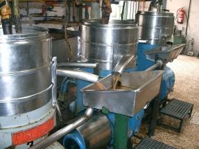 El aceite de cocina usado procedente de China es la principal materia prima del biodiésel que se consume en España