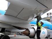 KLM sigue confiando en los biocarburantes para la aviación, la CE menos