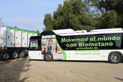 Biometano producido en Lleida viaja hasta Zaragoza en camiones de gas para suministrarlo a un autobús
