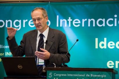 Christian Rakos, primera persona galardonada con el premio Fomenta la Bioenergía