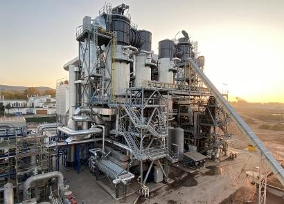 La termosolar de Les Borges Blanques vuelve a producir electricidad 24 horas al día gracias a la biomasa