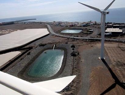 """Canarias pide ahora a Madrid que elimine """"de manera clara y definitiva"""" las trabas al autoconsumo eólico"""