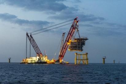 El centro de transformación marino de Amrumbank West, instalado