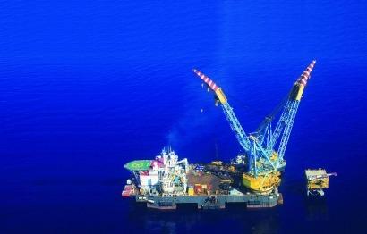 Florentino persiste en su alejamiento de la eólica y su apuesta por el gas natural