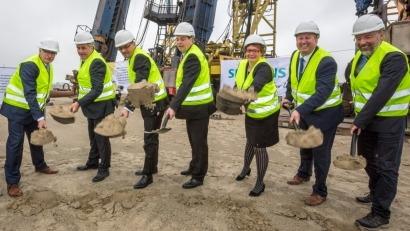 Siemens coloca el primer ladrillo de su futura fábrica de Cuxhaven