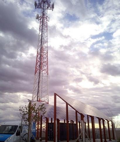 Desigenia instala un sistema híbrido fotovoltaico y eólico para una estación base en Argentina