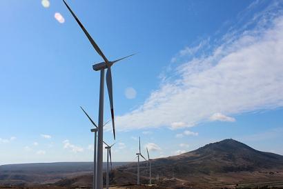 La facturación por venta de electricidad eólica y solar superó los 8.000 millones de euros en 2017