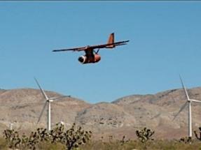 Prueban un vehículo aéreo no tripulado para evitar la colisión de aves rapaces con aerogeneradores
