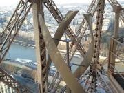 La Torre Eiffel cuenta con un nuevo atractivo: dos miniturbinas eólicas