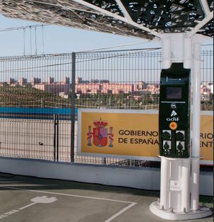 Adif planea una red de cargadores para los coches eléctricos utilizando el frenado de los trenes