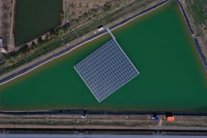Inauguran la primera planta fotovoltaica flotante del país conectada a la red eléctrica