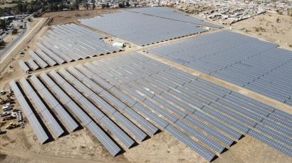 La española Esasolar construye la estructura de la planta fotovoltaica Sol de Septiembre