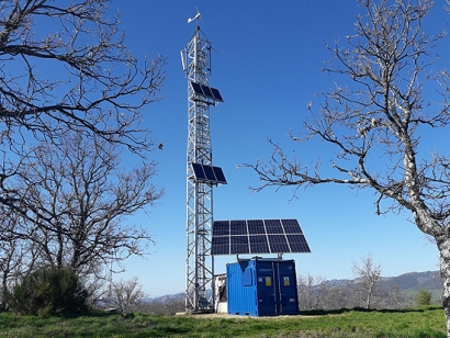 Sistemas fotovoltaicos para estaciones con repetidores réflex