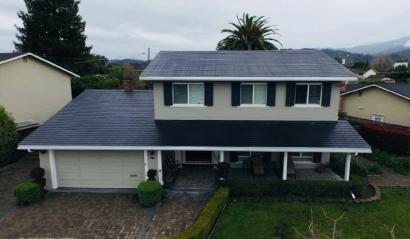 Tesla instala su primer techo solar comercial