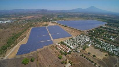 Inauguran la central fotovoltaica Providencia Solar, de 101 MW