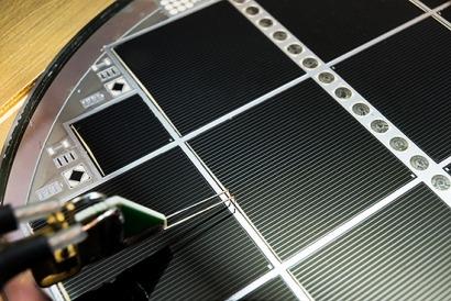 Nuevo récord de eficiencia para una célula multi-unión de silicio: 30,2%