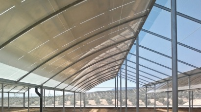 Planta fotovoltaica e invernadero para reforestar, todo en uno
