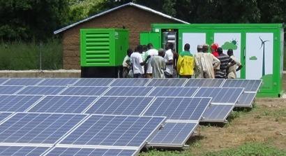 El sol y la cooperación española electrifican dos pueblos en Benín