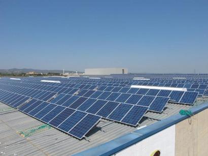 Almussafes inaugura una cubierta solar de 1,2 megavatios